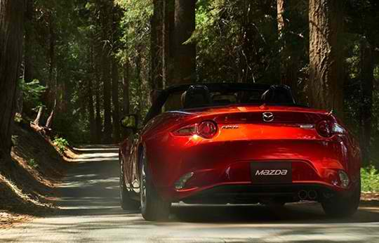 Should You Opt for a Hard or Soft Top Mazda MX 5?